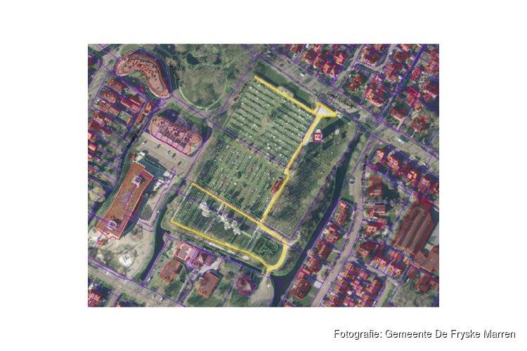 Hoofdpaden begraafplaats Westermeer Joure krijgen nieuwe bovenlaag